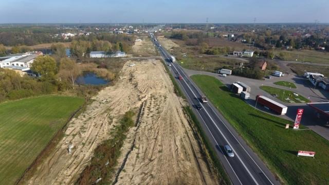 Tak wyglądał w grudniu 2019 roku plac budowy odcinka S5 Szubin Północ - Bydgoszcz Błonie. W czerwcu został opuszczony przez dotychczasowych wykonawców, włoską firmę Impresa Pizzarotti. Zaawansowanie prac to obecnie 39 proc.  Przejdź do następnego zdjęcia ------>
