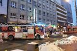 Katowice: Straż pożarna wstrzymała ruch tramwajów na 3 Maja. Usuwali lodowe sople