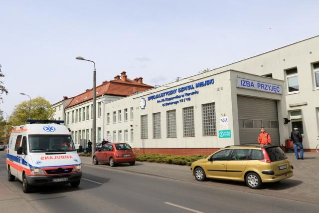 Wtargnięcie mężczyzny bez maseczki do toruńskiego szpitala miejskiego stanowiło duże zagrożenie dla zdrowia pacjentów