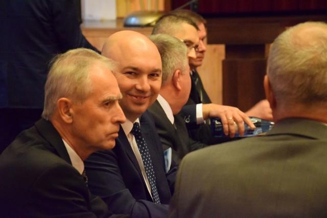 Radny Klaudiusz Małek poprosił premiera Mateusza Morawieckiego o ścieżkę rowerową i chodnik.