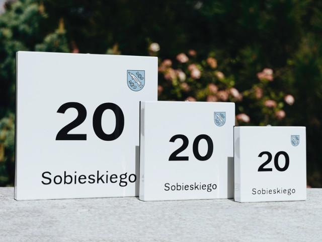 Zamów tabliczkę adresową w Halo!Rybnik. Wykonana z emalii, z której słynęła huta Silesia.