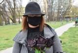Czarne kwiaty dla Marii Kaczyńskiej. Na znak sprzeciwu wobec zaostrzania przepisów aborcyjnych
