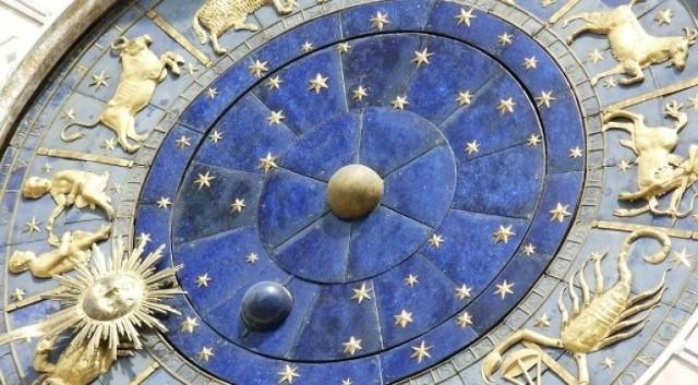 Rok 2020 sprzyja pozytywnym zmianom w diecie i sposobie bycia. W znaku Koziorożca znajdują się aż trzy planety: Jowisz, Saturn i Pluton, co pomoże wielu osobom szybko i skutecznie wprowadzić w życie noworoczne postanowienia.  Będziemy wytrwalsi, uparci i zmotywowani do pozytywnych zmian w sferze życia i odżywiania. Zobacz, co 2020 rok przyniesie dla Twojego znaku zodiaku... jaka dieta będzie Tobie służyć? To warto wiedzieć! >>>  WIDEO: Horoskop roczny
