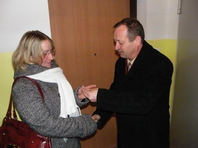 Klucze wręczał Bogdan Kożuchowicz, burmistrz Świebodzic