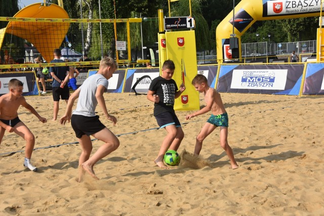 Gry i zabawy z piłką nożną plażową. Testy sprawności piłkarskiej. 10. Święto Jeziora - 26.07.2021