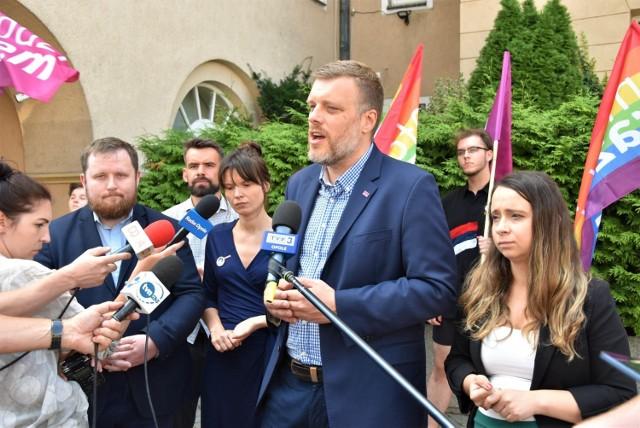 """Partia Razem krytykuje inicjatywę budowy nowego stadionu w Opolu. Adrian Zandberg: """"Karykatura jak Pałac Saski"""""""