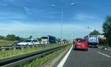 Wypadek na autostradzie A4 przed Gliwicami. Zderzenie osobówki z ciężarówką, jedna osoba ranna
