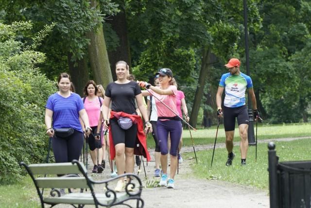 OSiR w Skierniewicach zorganizował wakacyjne zajęcia z Nordic Walking