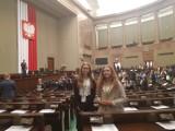 Sejm Dzieci i Młodzieży. Uczennice z Kluczborka zasiadły w ławach sejmowych [zdjęcia]