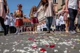 Procesja Bożego Ciała w Tarnowie zgromadziła tłumy. Po lockdownie tarnowianie chętnie wzięli udział w nabożeństwie [ZDJĘCIA] 3.06.2021