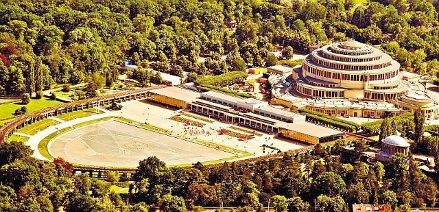 Hala położona w parku Szczytnickim została wzniesiona w latach 1911-1913 według projektu Maxa Berga. Była i nadal jest obiektem wyjątkowym. W 1962 r. została wpisana do rejestru zabytków. W 2006 r. na listę UNESCO
