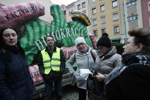 Nie dajmy pożreć demokracji w Legnicy