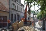 INWESTYCJE: Trwa przebudowa ulicy Kościelnej w Koźminie. Prace idą pełną parą [GALERIA]