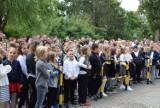 W Szkole Podstawowej nr 3 w Pruszczu uczniowie powitali nowy rok i nowego dyrektora
