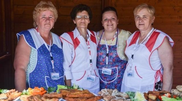 Na straganach, podczas różnych imprez promujących zatorskiego karpia, królują potrawy z karpia zatorskiego przygotowane przez Koła Gospodyń i Gospodarzy Wiejskich z terenu gminy Zator.