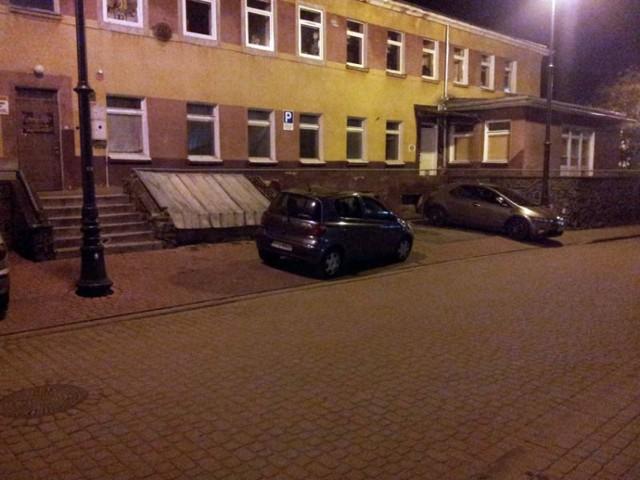 Tak się parkuje przy szkole rodzenia