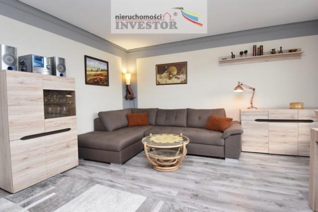 cena: 370 000 zł /5 911,49 zł/m2   Powierzchnia w m2: 62,59 m2 Liczba pokoi: 3 Piętro: 7 Forma własności: spółdzielcze własnościowe z KW Stan: wysoki standard  Sprzedam przestronne 3 pokojowe mieszkanie (60,5 m 2) w pełni wyposażone we wszystkie meble i sprzęt potrzebny do komfortowego funkcjonowania. Mieszkanie jest po generalnym remoncie, wykończone materiałami wysokiej jakości, bardzo zadbane i utrzymane w perfekcyjnym porządku.  Świetna lokalizacja ul. Por. Łagody 5, w centrum miasta z bezpośrednim dostępem do wszystkich zasobów i komunikacji.  Idealne miejsce dla rodziny ze względu na rozkład mieszkania - 3 niezależne pokoje, oddzielna kuchnia, łazienka, wc i to całkowicie umeblowane: - meble kuchenne w zabudowie wykonane na wymiar z wysokiej klasy materiałów wraz ze sprzętem AGD - łazienka i wc wykończone płytkami ceramicznymi wraz z kabiną, meblami łazienkowymi i pralką. - podłogi wyłożone panelami o wysokiej klasie ścieralności - okna pcv - meble i zabudowy szafowe w pokojach i przedpokoju - nowa winda - odświeżone klatki schodowe