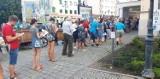 Malbork. Szczepienia przeciw COVID-19 przez całą sobotę w mobilnym punkcie w Muzeum Miasta Malborka. Ustawiały się kolejki