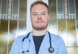 Lekarz Bartosz Fiałek ma tłumaczyć się przed rzecznikiem odpowiedzialności zawodowej za słowa o szczepionce