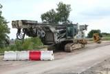 Trakcja uspokaja. Przebudowa wiaduktu w Skarżysku-Kamiennej nie jest zagrożona [ZDJĘCIA]