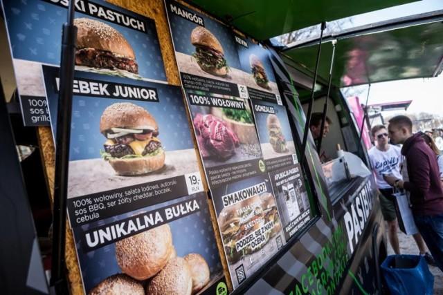 Pasibus - hamburgery z serca i Wrocławia,  Flammaster - podpłomyki, które śnią się po nocach,  Easy Rider - Meksyk w gębie,  Smoke BBQ - amerykańskie kanapki i nie tylko w stylu slow,  Zkuryczyzbyka Food Truck - burgery z oryginalnymi sosami,  O Bulwa - czyli belgijskie fryty,  Wypas Po Pas - food trockowe żarcie na wypasie,  Churros and More - hiszpańskie pączki polane perfekcyjną ilością nutelli,  Slovak Street Food by Rosto - tradycyjna kuchnia słowacka,  Magic Lemonade - molekularne orzeźwienie.