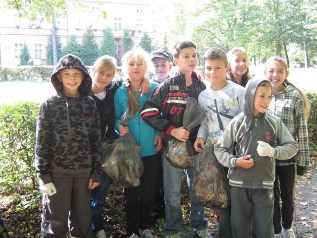 Publiczna Szkoła Kuczków oraz Przedszkole Kuczków sprzątanie świata