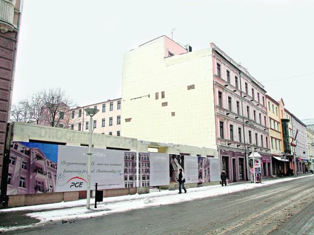 Policja i prokuratura zajmują się sprawą zniszczenia przez PGE zabytkowej kamienicy przy ul. Piotrkowskiej 58.