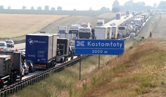 Śmiertelny wypadek pod Wrocławiem. Zderzyły się da busy. Prowadzili je kierowcy z woj. lubelskiego
