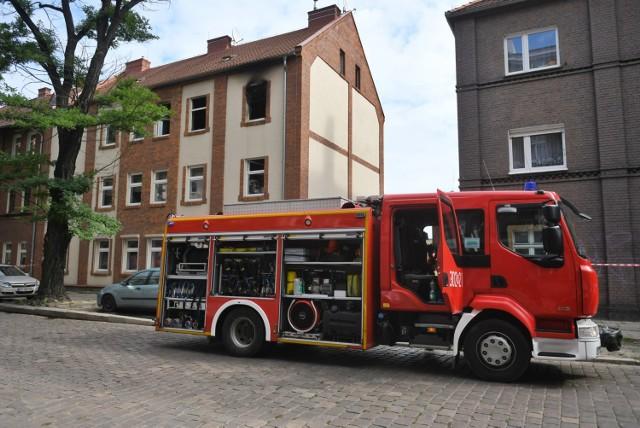 Po godzinie 11 poznańscy strażacy otrzymali zgłoszenie o pożarze na ulicy Kolejowej na poznańskim Łazarzu. Ogniem zajęło się jedno z pomieszczeń  w mieszkaniu na drugim piętrze kamienicy.  Zobacz więcej zdjęć ---->