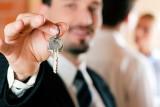 Dlaczego warto kupić lub sprzedać nieruchomość z pomocą pośrednika?