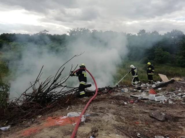 Pożar śmieci w Piotrowie. W akcji OSP Brodnica i OSP Żabno