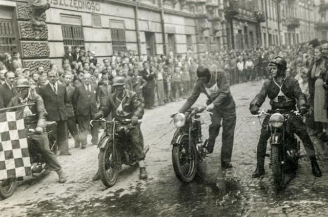 """Zdjęcia z archiwum projektu """"Historie [nie]zapomniane"""". Większość """"motocyklowych"""" przekazał Rafał Kupecki."""
