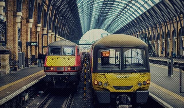 W 2017 roku polskie pociągi przewiozły prawie 304 miliony pasażerów. Lepiej nie było od 15 lat! Co czwarty podróżny wyruszający w drogę, zaczyna lub kończy swoją podróż na jednym z 10 największych dworców. Które to? Zobacz w naszej galerii!