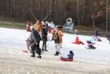 Bytom: Stok Dolina opanowali saneczkarze. Całymi rodzinami bawią się na śniegu