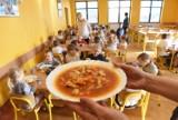 Bezpłatne posiłki dla łódzkich uczniów i przedszkolaków - ruszają zapisy w MOPS