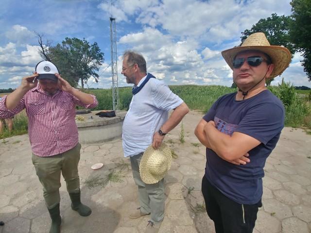 Artyści z Kabaretu Ciach, razem z Przemysławem Żejmo wystąpili w teledysku dla... rolników. W ten sposób przekonują ich do wzięcia udziału w spisie powszechnym.