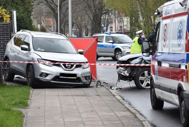 Na ulicy Piastów w Krośnie Odrzańskim zderzyły się dwa samochody. Jeden z nich wpadł na pobliską posesję, gdzie stał 39-letni mężczyzna. Mieszkaniec Krosna zginął na miejscu.