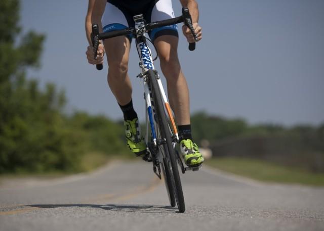 Weselny kierowca rikszy, policjant, a może barista? Podpowiadamy, w jakich zawodach może pracować rowerzysta. Sprawdź, czy praca na dwóch kółkach jest dla ciebie.
