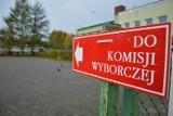 Powiat bytowski. Zdjęcia z lokali wyborczych. Tak przebiega głosowanie w wyborach parlamentarnych. Jest spokojnie (FOTO)
