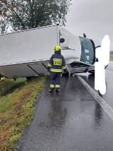 Wypadek z udziałem samochodu osobowego i busa pod Bytyniem [FOTO]