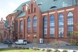 Wyśmiewa renowację katedry w Szczecinie. Internauci wtórują pisarzowi Jackowi Denhelowi. ZDJĘCIA