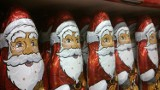 Mikołaje, bałwanki i renifery już na półkach w hipermarketach
