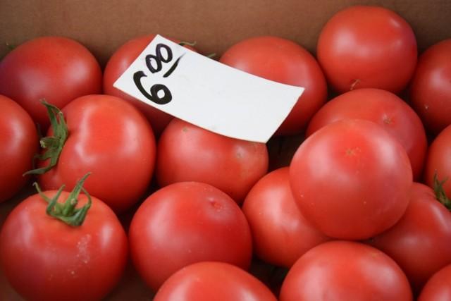 Na straganie w dzień targowy. Ceny warzyw i owoców, na targowisku w Zbąszyniu - 17.07.2021