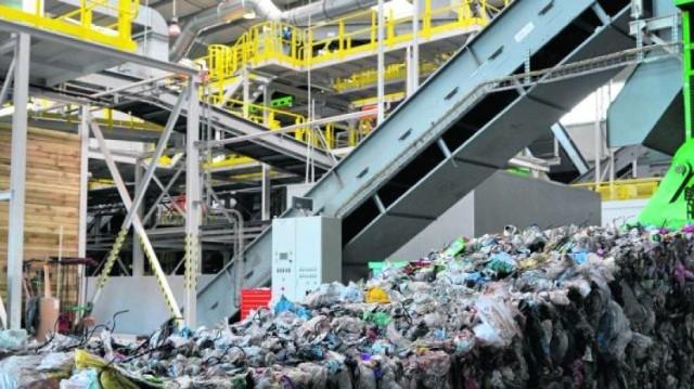 Odpady komunalne wyrzucane do zagród śmieciowych w Malborku trafiają śmieciarkami ZGKiM do Zakłądu Utylizacji Odpadów Stałych w Tczewie.