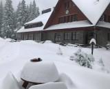 Pierwszy śnieg w Beskidach. Spadło nawet 15 centymetrów białego puchu! Warunki w górach są bardzo trudne