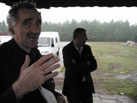 Krzysztof Nabrdalik obawia się o drzewa w Aniołowie.ZDJĘCIE: TOMASZ ZABOROWICZ