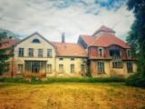 Opuszczony dwór w Chełmnie wciąż cieszy oczy [ZDJĘCIA]