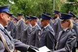 Święto będzińskich policjantów w KPP w Będzinie. Ponad 90 stróżów prawa otrzymało awanse na wyższe stopnie