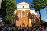 """Walizka 2021. Teatr Nikoli i """"Impresario"""" na placu katedralnym [zdjęcia]"""
