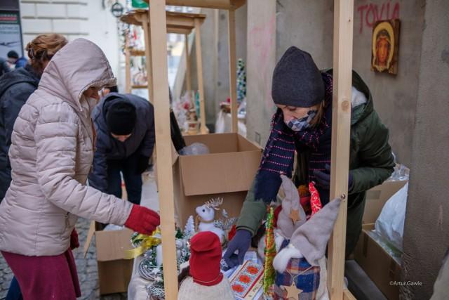 Trwa przedświąteczny Kiermasz Bożonarodzeniowy na ul. Piekarskiej w Tarnowie